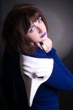 Menina com máscara branca nas mãos Fotos de Stock Royalty Free