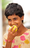Menina com maçã Imagens de Stock Royalty Free
