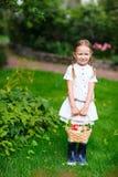 Menina com maçãs Fotografia de Stock Royalty Free