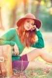 Menina com mala de viagem Imagens de Stock Royalty Free