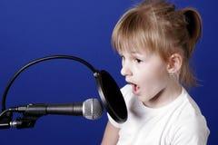 Menina com microfone Imagem de Stock Royalty Free