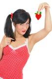 Menina com a morango heart-shaped vermelha fotografia de stock royalty free