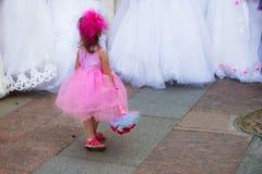 Menina com noivas foto de stock