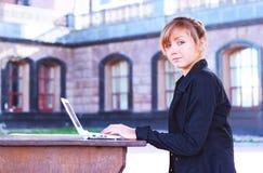 A menina com o caderno foto de stock royalty free