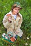 A menina com o cogumelo. Foto de Stock Royalty Free