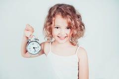 Menina com o despertador Fotografia de Stock Royalty Free