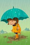 Menina com o guarda-chuva e a capa de chuva que jogam na lama Fotos de Stock