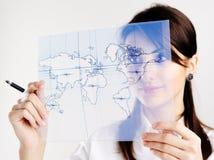 Menina com o mapa do mundo Foto de Stock Royalty Free