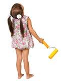 Menina com o rolo para a pintura imagens de stock