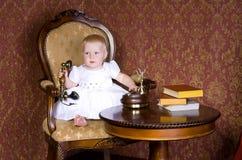 Menina com o telefone Imagens de Stock