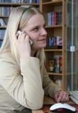 Menina com o telefone Imagens de Stock Royalty Free