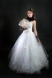 Menina com o ventilador no vestido branco imagem de stock royalty free