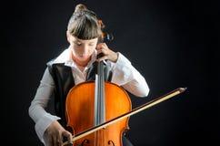 Menina com o violoncelo no fundo preto Imagens de Stock Royalty Free