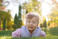 Menina com olhos fechados Imagens de Stock Royalty Free