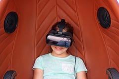 Menina com os auriculares da realidade virtual Imagens de Stock Royalty Free