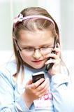 Menina com os dois telefones móveis Fotos de Stock Royalty Free
