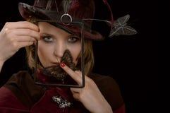 A menina com os ornamento sob a forma das borboletas Imagem de Stock Royalty Free