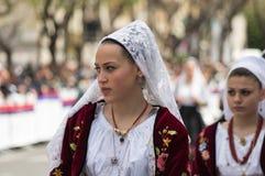 Menina com os trajes típicos sardos Fotografia de Stock