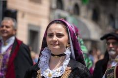 Menina com os trajes típicos sardos Imagem de Stock