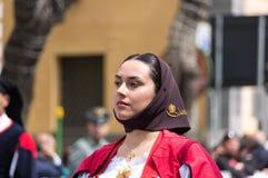 Menina com os trajes típicos sardos Foto de Stock