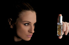 Menina com parfume Fotografia de Stock