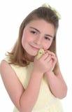 Menina com pintainho amarelo Imagens de Stock