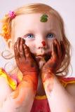 Menina com a pintura isolada no branco Fotografia de Stock