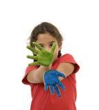 Menina com pintura nas mãos imagem de stock royalty free