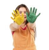 Menina com pintura nas mãos Fotografia de Stock