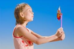 Menina com pinwheel Imagem de Stock