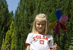Menina com pinwheel colorido fotografia de stock royalty free