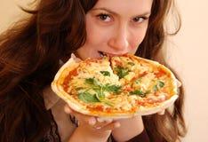 Menina com pizza Fotografia de Stock