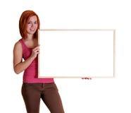 Menina com placa da informação foto de stock royalty free