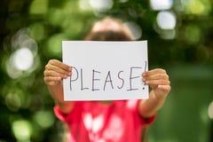 A menina com por favor assina Imagens de Stock