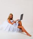 Menina com portátil Imagem de Stock