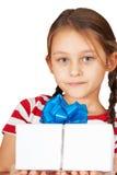 Menina com presente imagem de stock