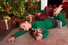 Menina com presentes de Natal Fotografia de Stock