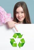 Menina com recicl das bandeiras Foto de Stock
