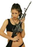 Menina com rifle fotografia de stock