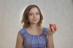 Menina com romã Fotos de Stock Royalty Free