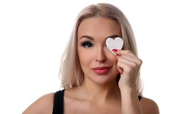 Menina com símbolo do coração em seu olho Fim acima Fundo branco Foto de Stock