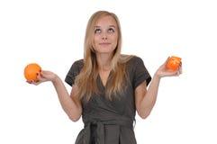 Menina com sabão e laranja Fotografia de Stock