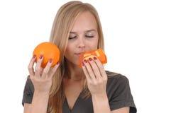 Menina com sabão e laranja Imagens de Stock Royalty Free