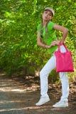Menina com saco cor-de-rosa Fotos de Stock Royalty Free