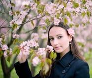 Menina com sacura Fotos de Stock Royalty Free