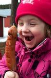 Menina com salsicha Imagem de Stock Royalty Free