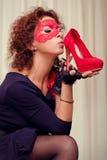 Menina com sapatas vermelhas Imagens de Stock Royalty Free