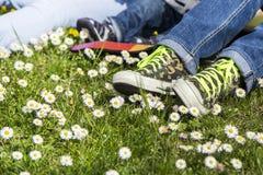 Menina com sapatilhas Imagem de Stock Royalty Free