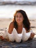 Menina com seashell Fotografia de Stock