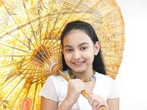 Menina com seu guarda-chuva oriental imagem de stock royalty free